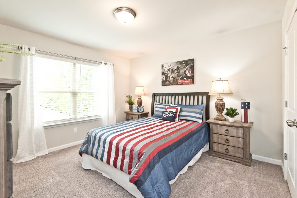 A single bed kids bedroom