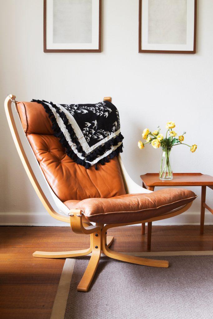 Midcentury modern chair jodiejohnson© 123rf