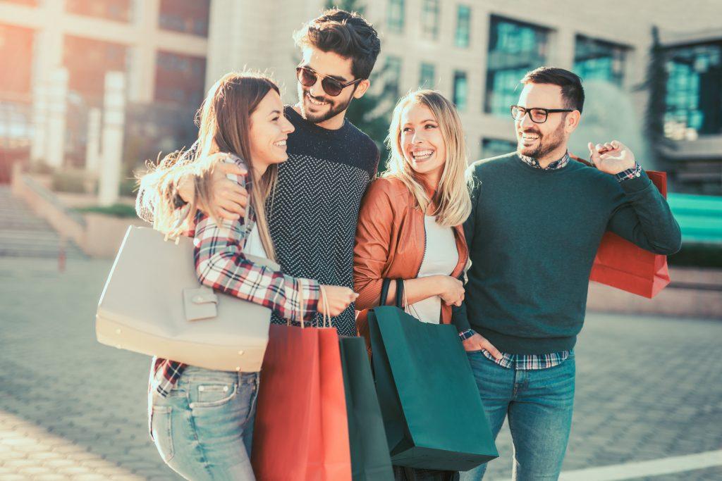 Friends taking a shopping trip in Atlanta jovanmandic © 123rf